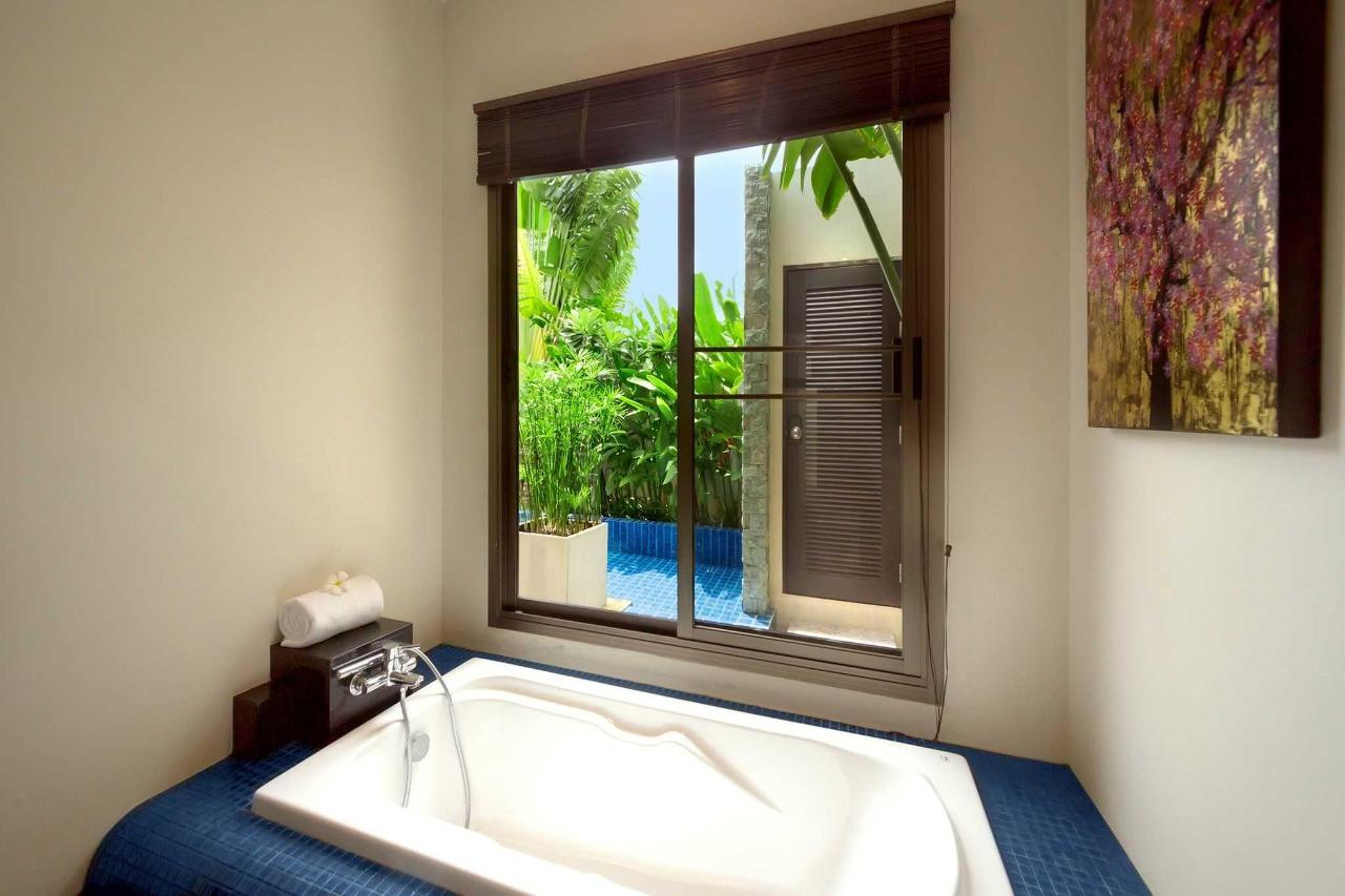 Ensuite bathroom 2BR villa.jpg