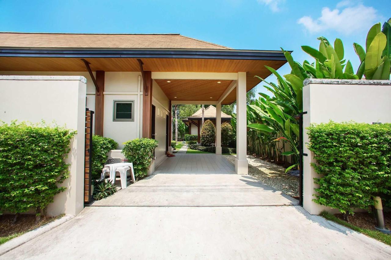 Villa entrance.jpg