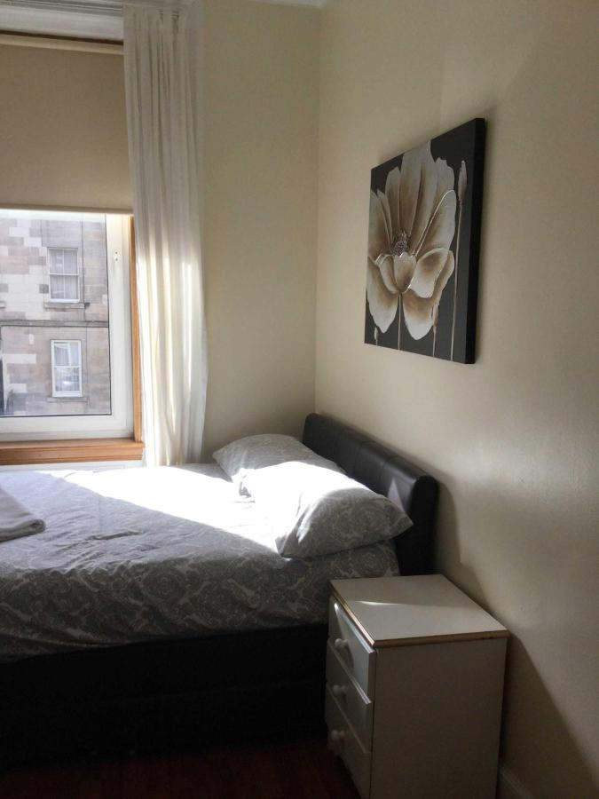 PITT STREET, FIRST FLOOR, SLEEPS 12