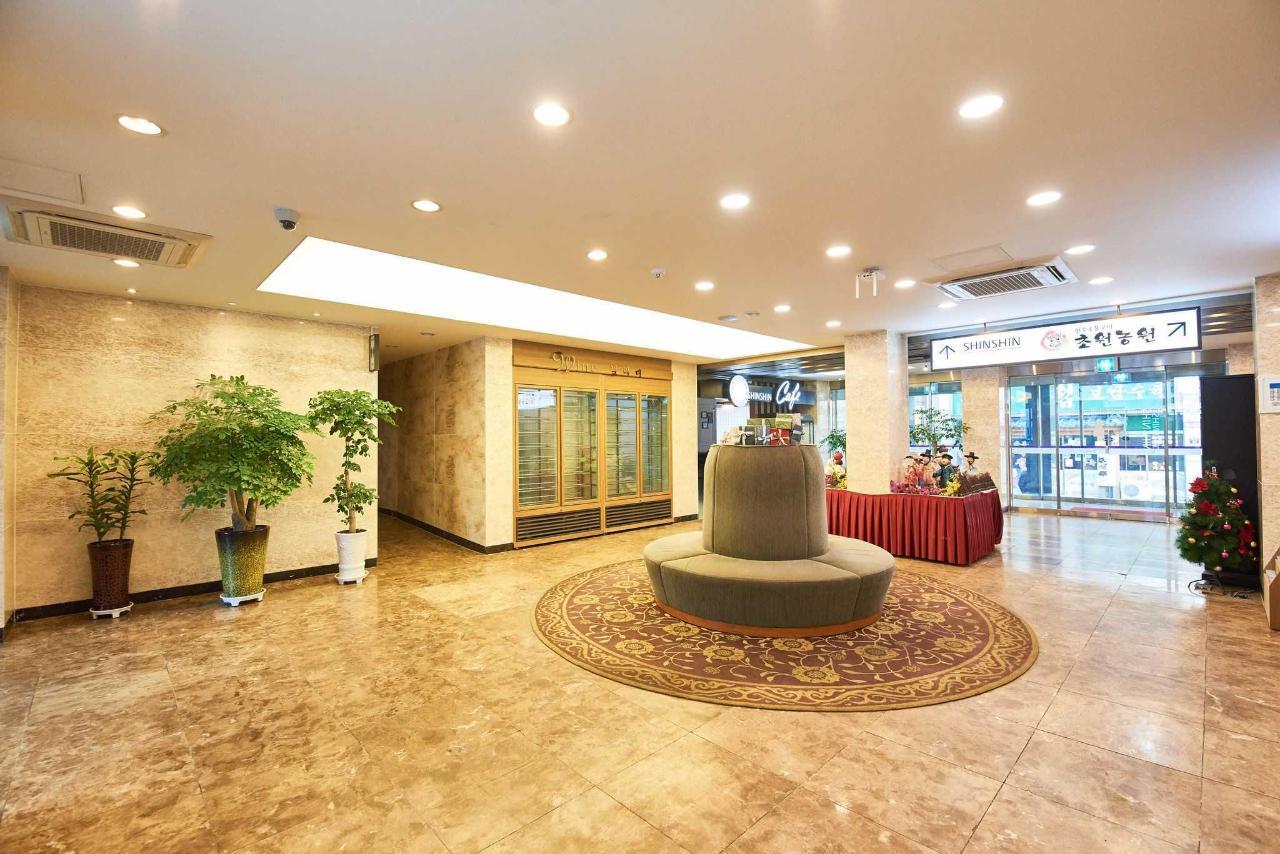 Busan ShinShin Hotel Lobby.jpg