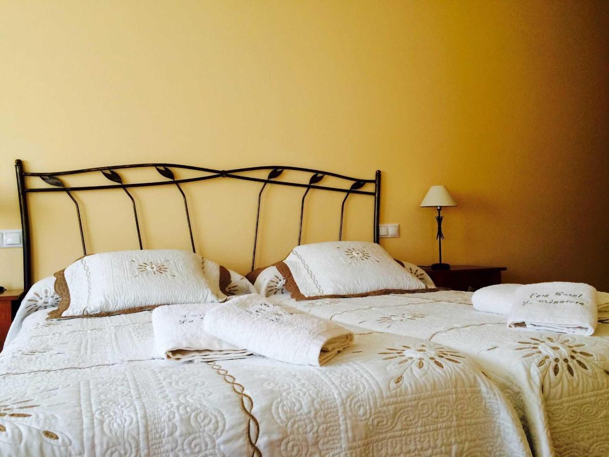Habitación el Verano: toallas bordadas