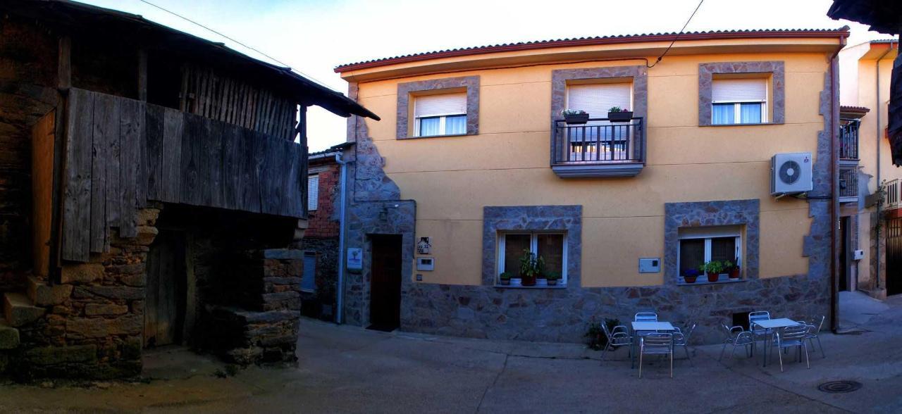 Fachada y entrada al Hotel Rural La Primavera