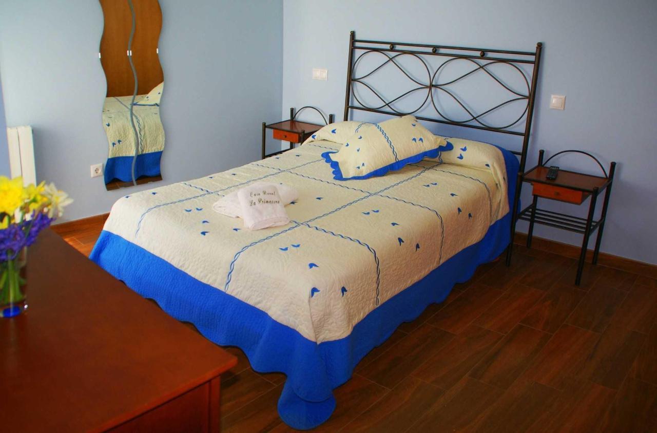 Habitación La Primavera: cama doble y adaptada