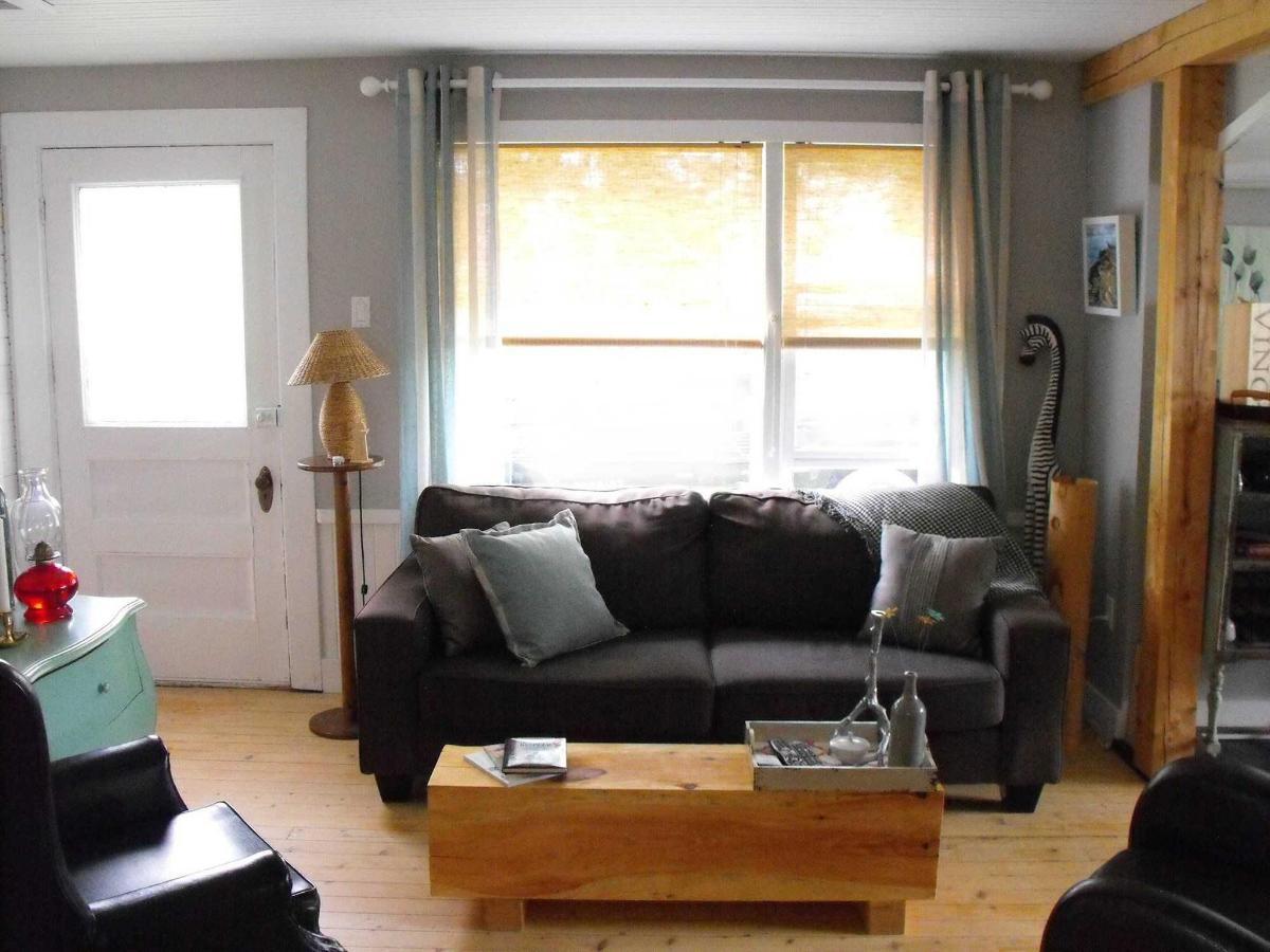 cottage-livingroom.jpg