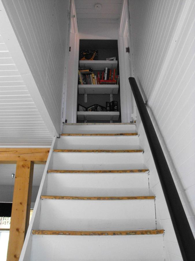 cottage-stairs2.jpg