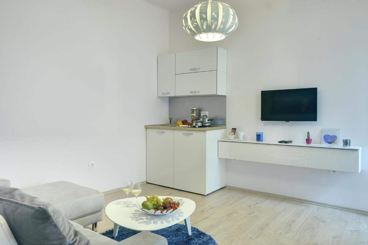 Standard One-Bedroom Apartment4