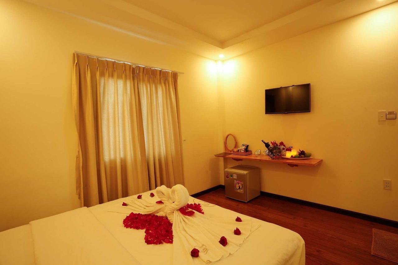 honeymoon room.jpg