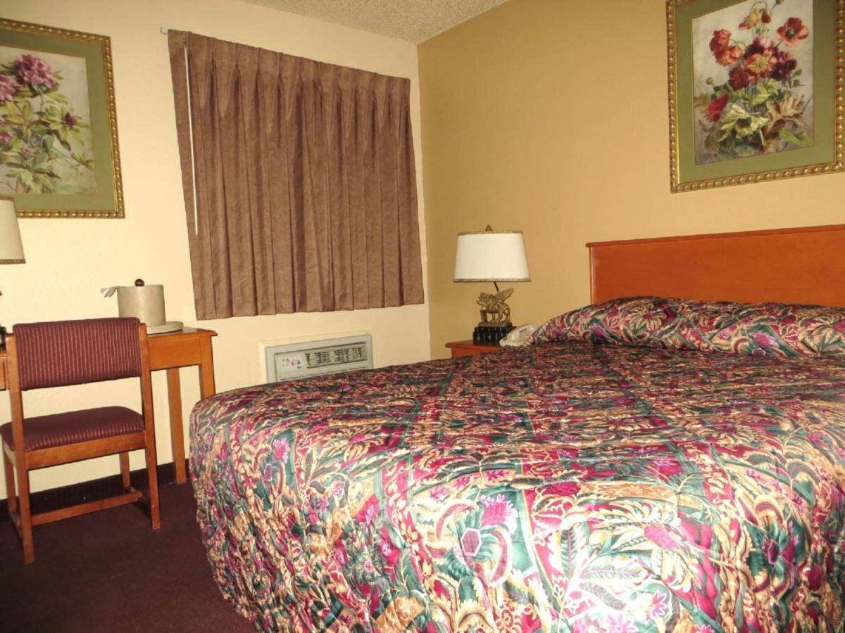 Queen Room.jpg
