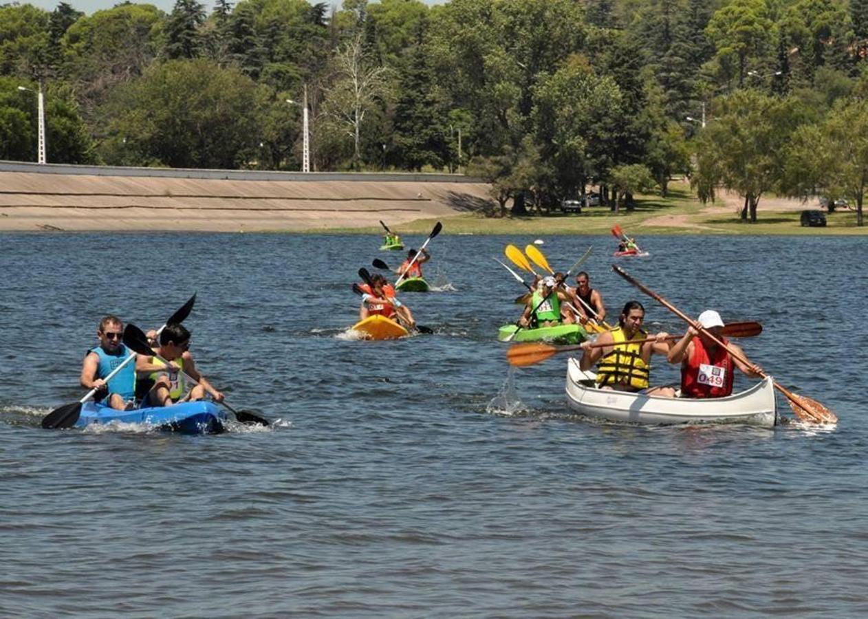 Competencia de kayaks