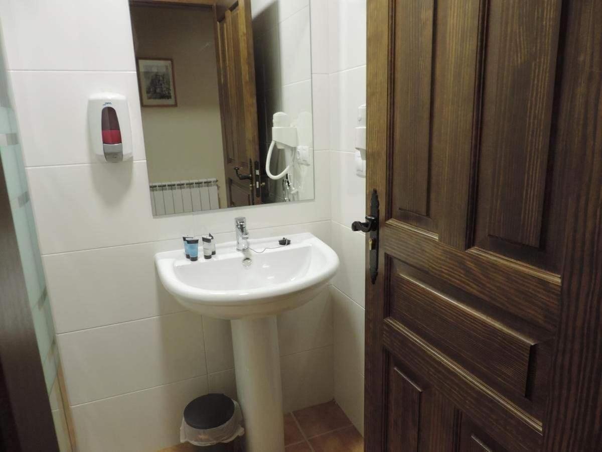 Baño habitación privada (cama de matrimonio).jpg