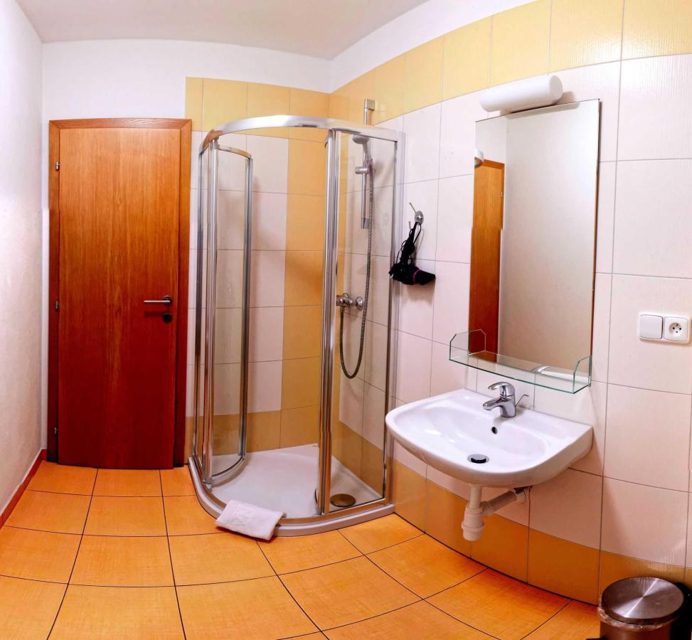 Deluxe Double Room Shower.jpg