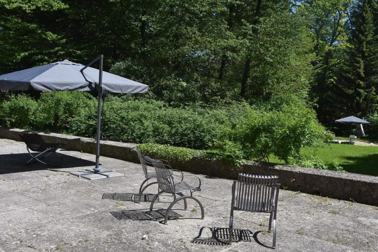 Sonnenterrasse mit Grill - relaxing Area im Parkk