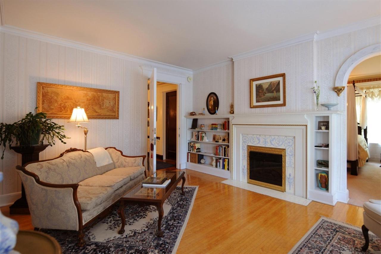 ew-lr-fireplace.jpg.1024x0.jpg