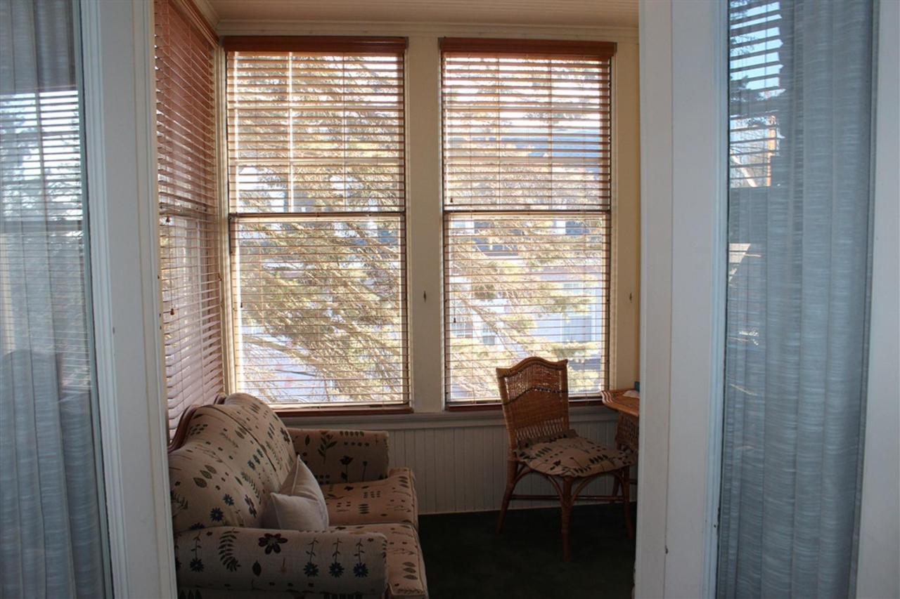 hs-porch-door.jpg.1024x0.jpg