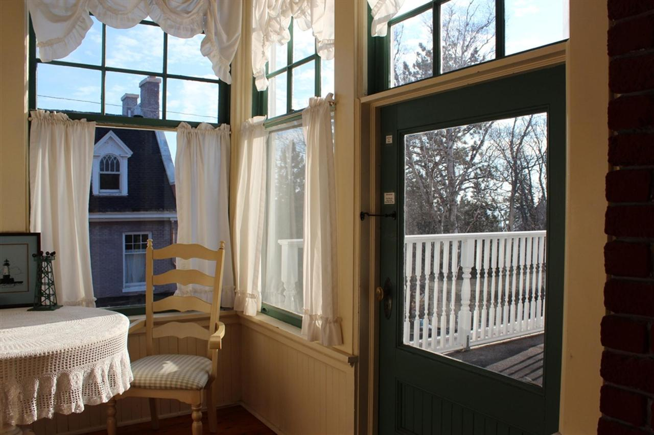ls-porch-close.jpg.1024x0.jpg
