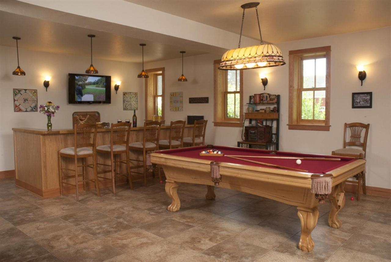 lake-orchard-pool-room-1.jpg.1024x0.jpg