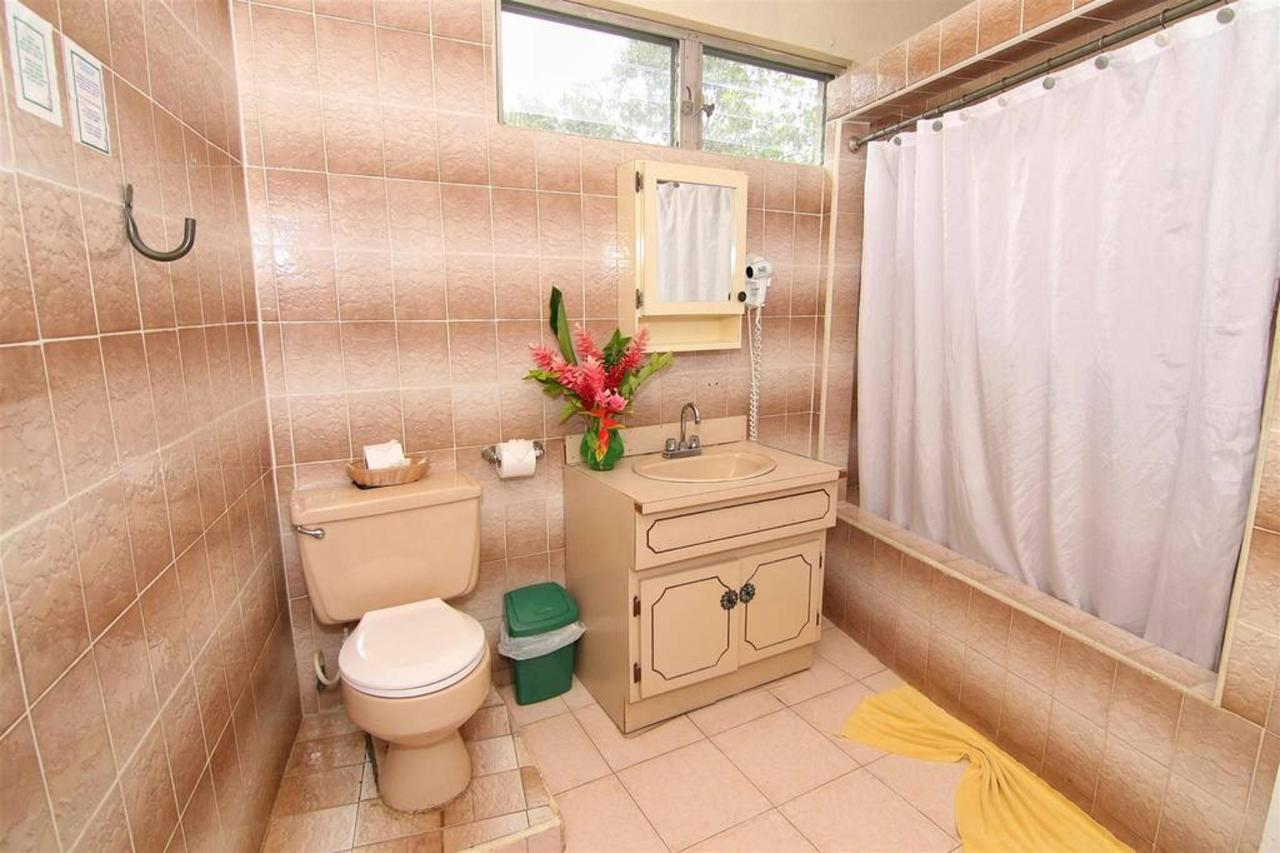 Accomodations Rain Forest inn suite 4 bathroom.JPG