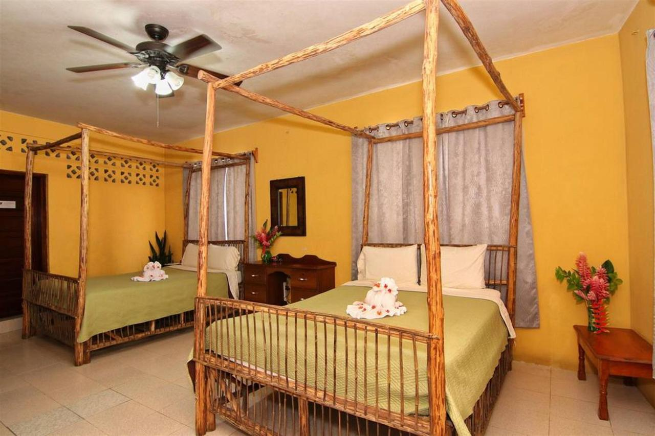 Accomodations Rain Forest inn suite 3 beds room.JPG