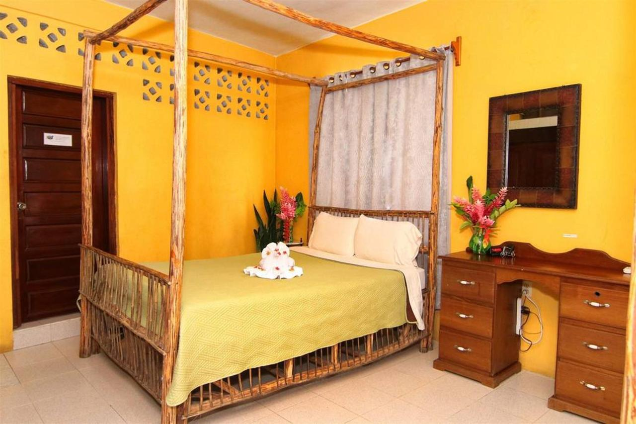 Alojamiento Rain Forest inn suite 3 bed.JPG