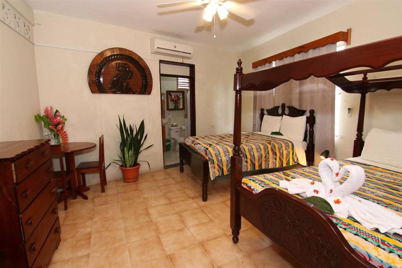 Accomodations Rain Forest inn suite.JPG