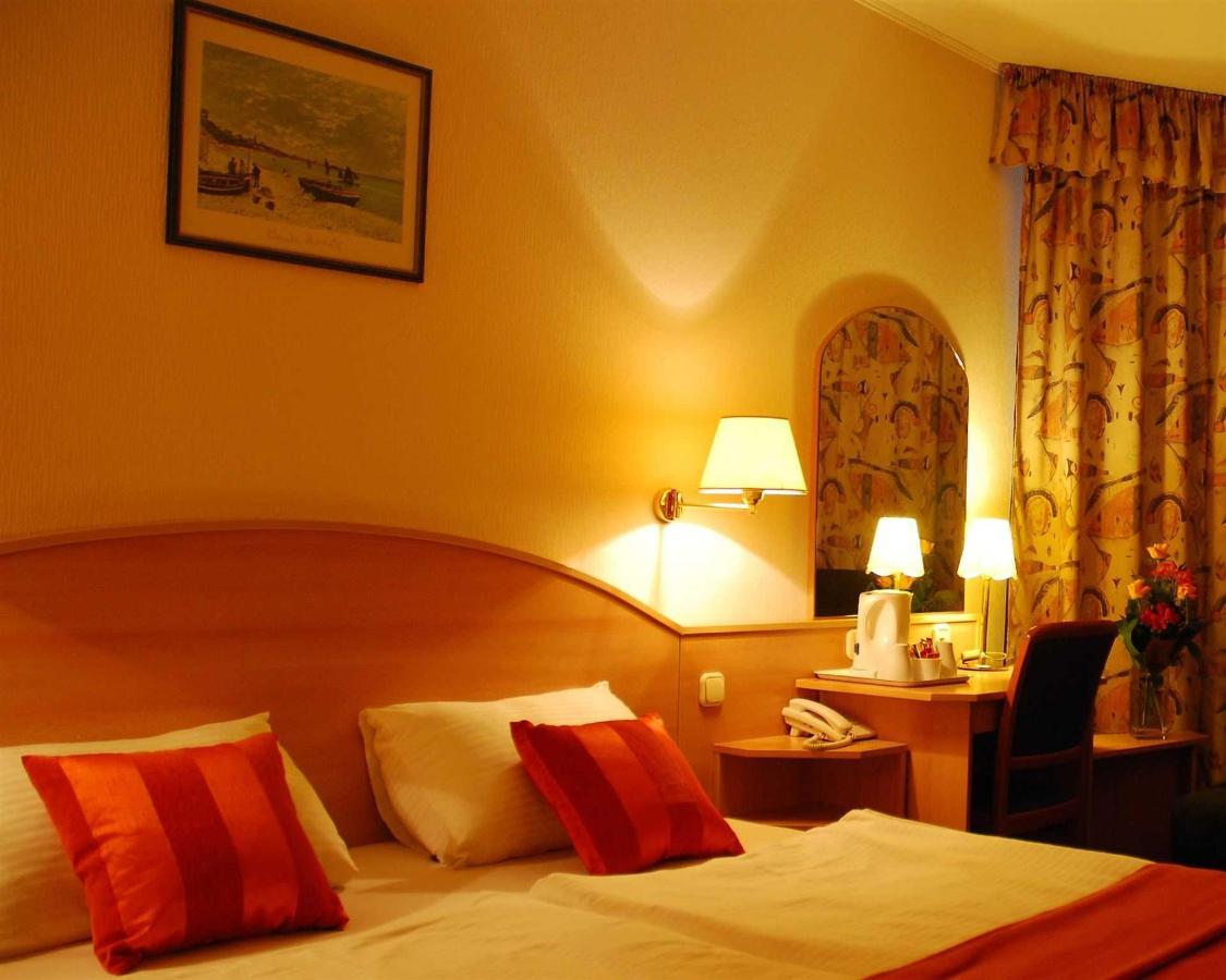 double-deluxe-room3.jpg