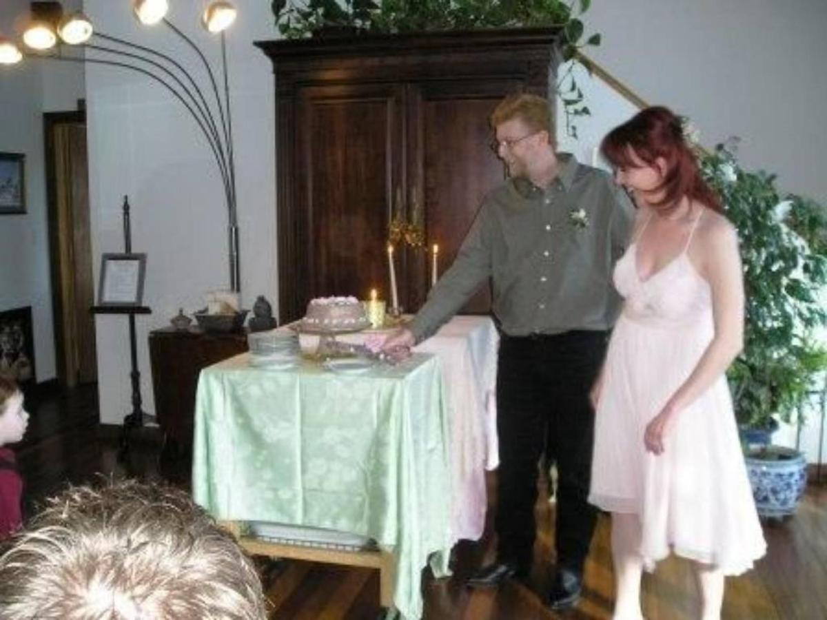 Wedding Cake Cutting Coppertoppe.jpg