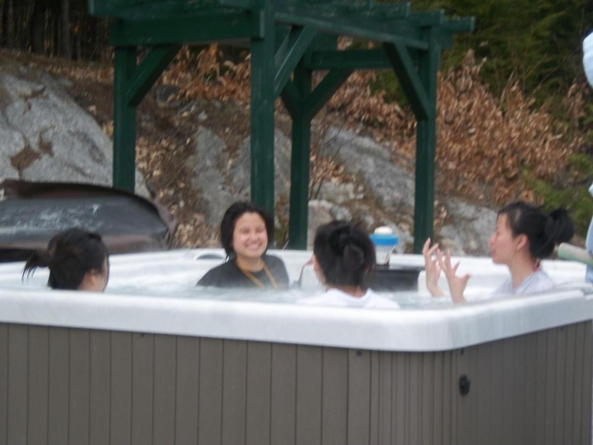 hot-tub-group-fun-at-coppertoppe12.JPG.1024x0.JPG