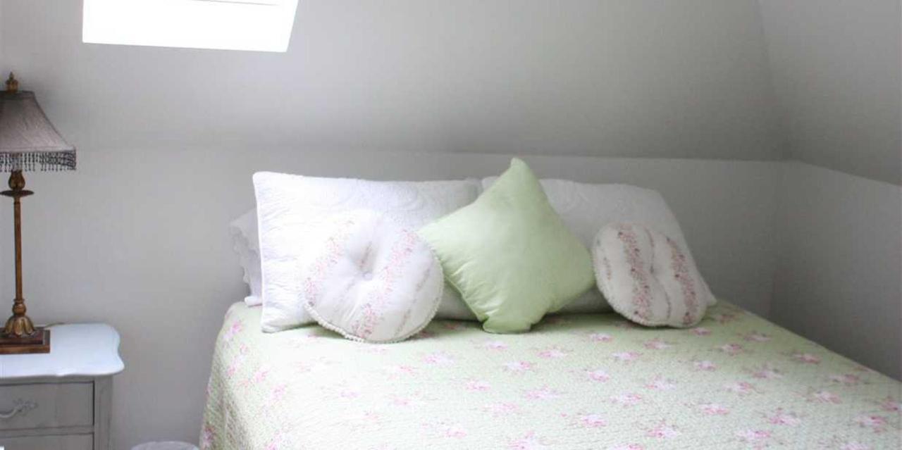 Penthouse Suite Queen Bed.JPG