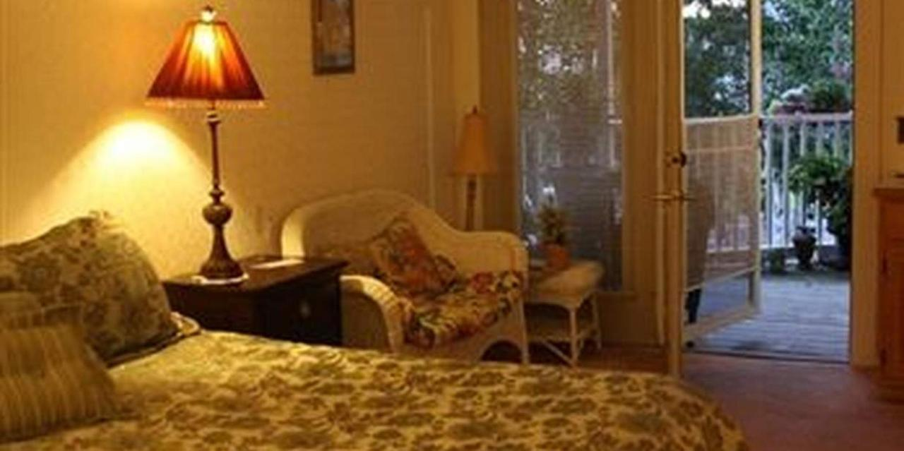 Room 9 King Bed.jpg