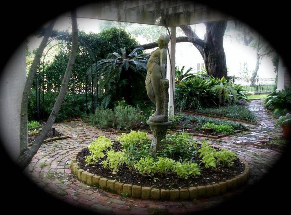 rose-wheel-garden-1.jpg.1024x0.jpg