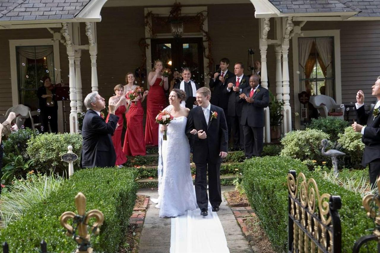 big-wedding-front-porch.jpg.1024x0.jpg