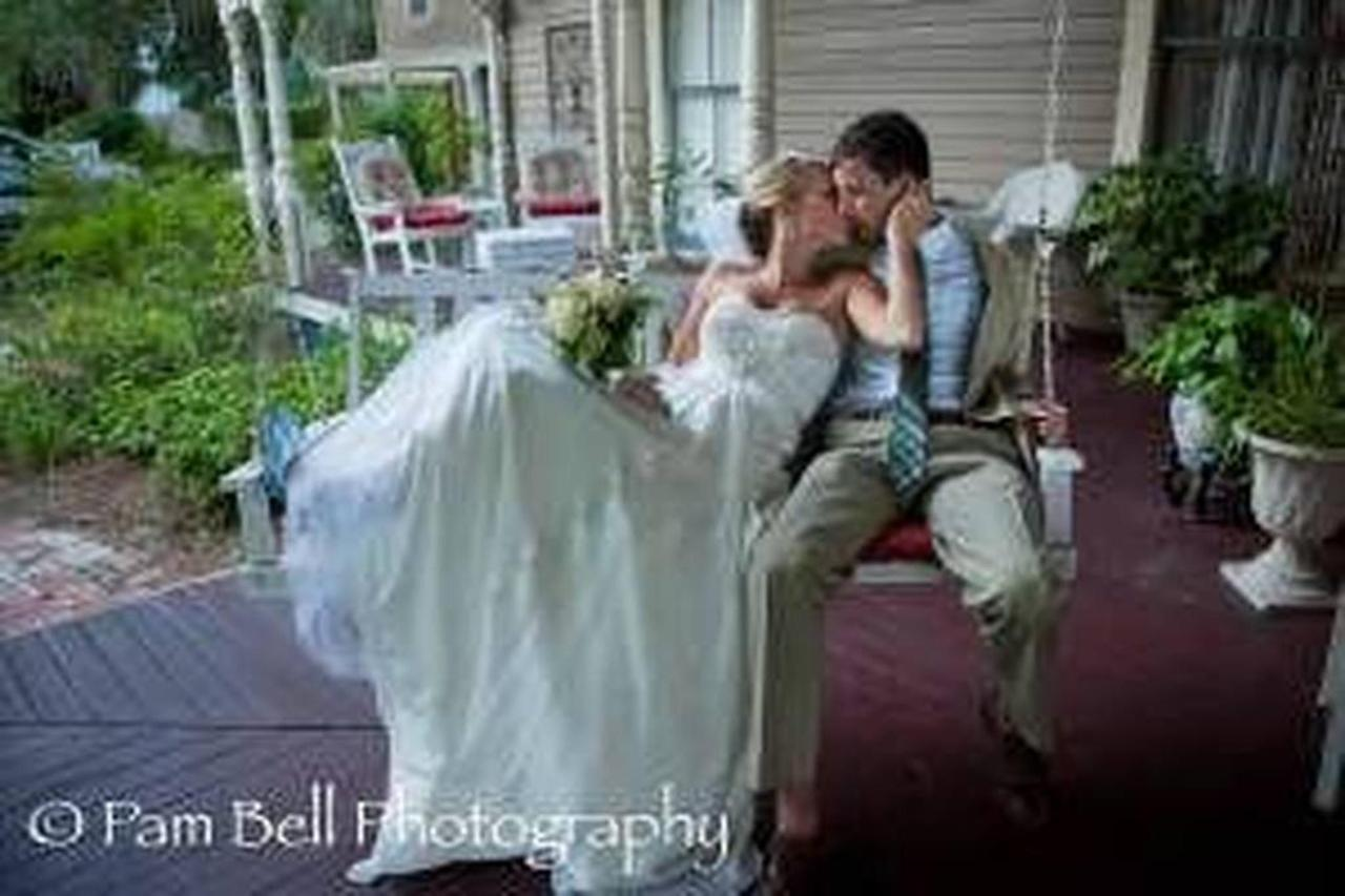 wedding-swing.jpg.1024x0.jpg