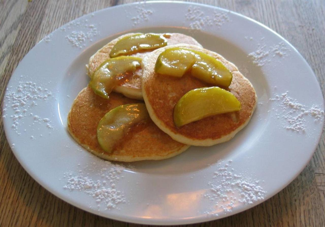 buttermilk-pancakes-with-maple-apples.jpg.1024x0.jpg
