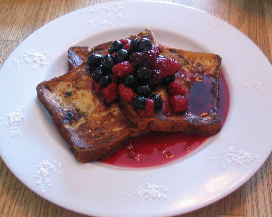 grand-marnier-french-toast-with-a-warm-berry-compote.jpg.1024x0.jpg