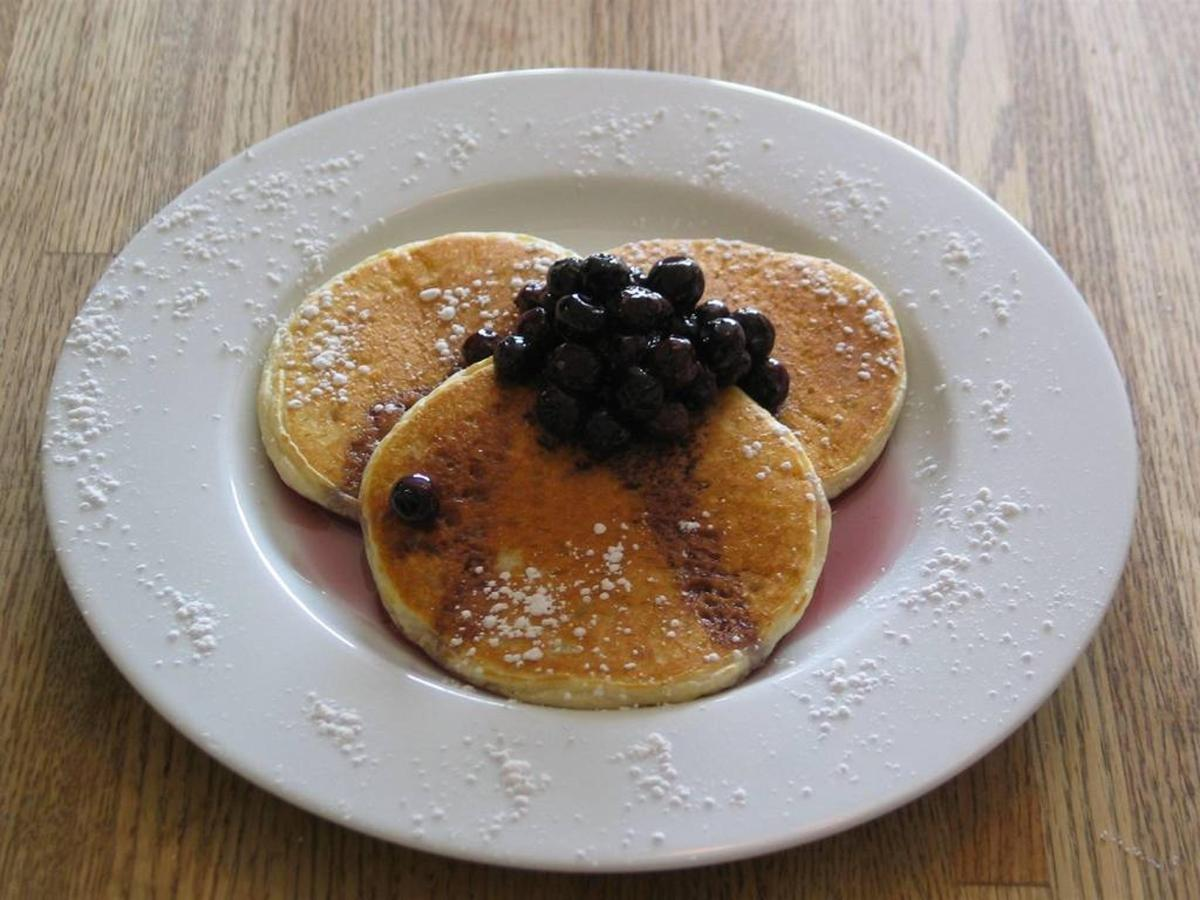 sour-cream-pancakes-with-blueberry-syrup-1.jpg.1024x0.jpg