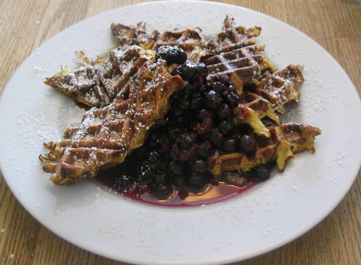 waffled-french-toast-with-blueberry-syrup.jpg.1024x0.jpg