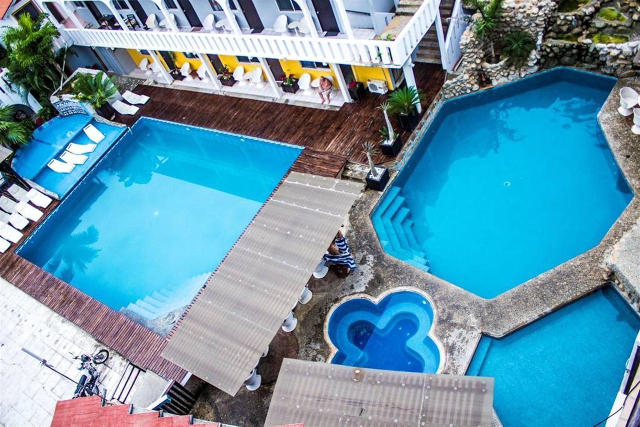 Bungalows Zicatela Pool04.jpg