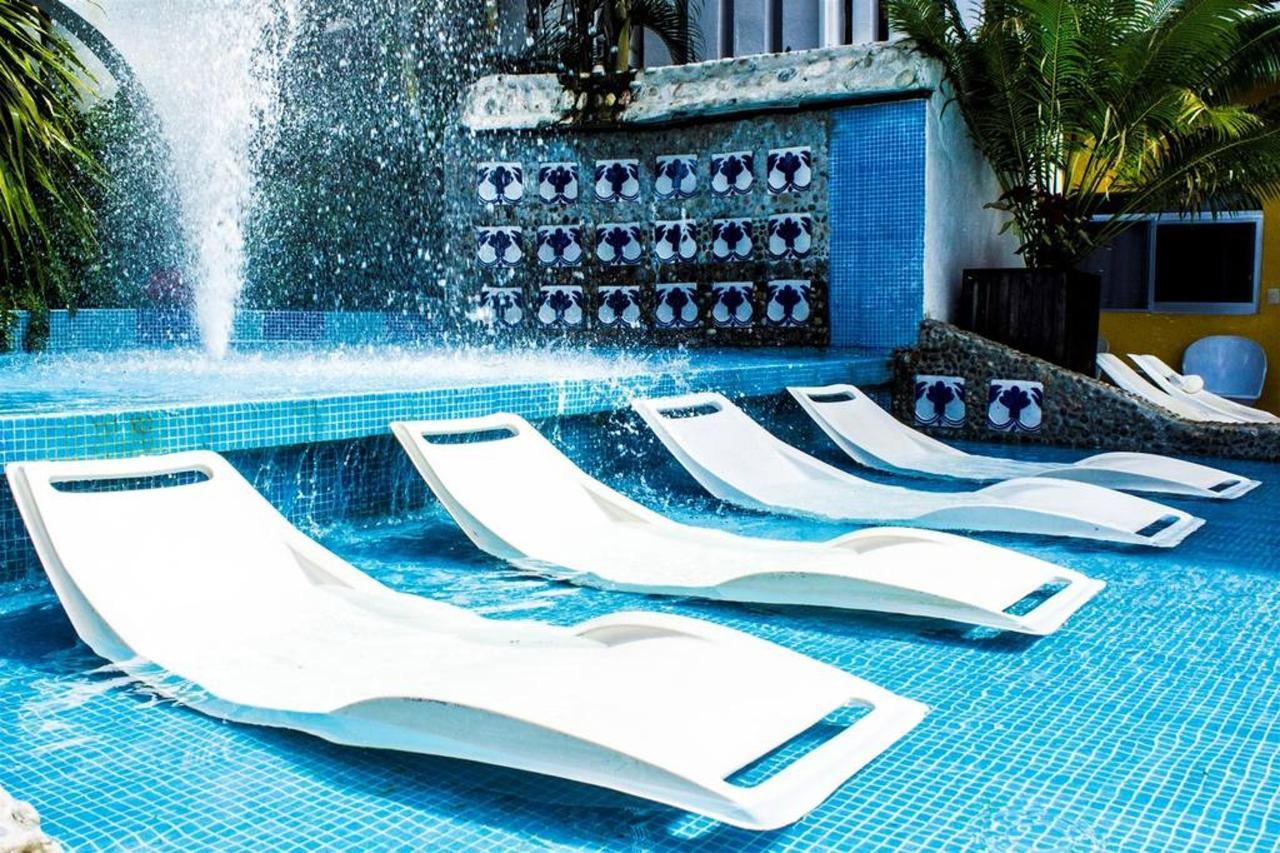 Bungalows Zicatela Pool03.jpg