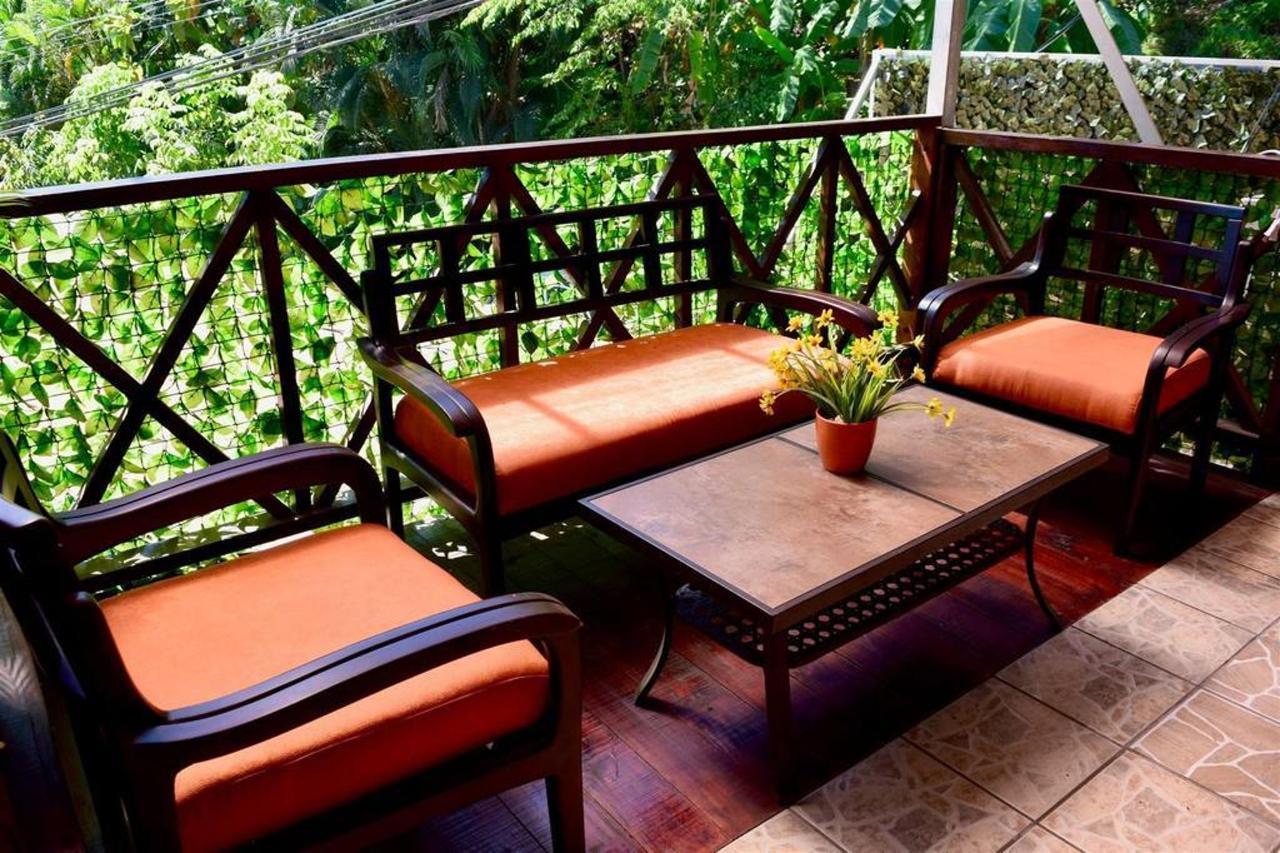 Living - Hotel Aurora - Montezuma.jpg
