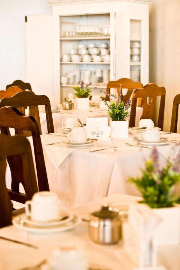 cafe-timbo-hotel.jpg