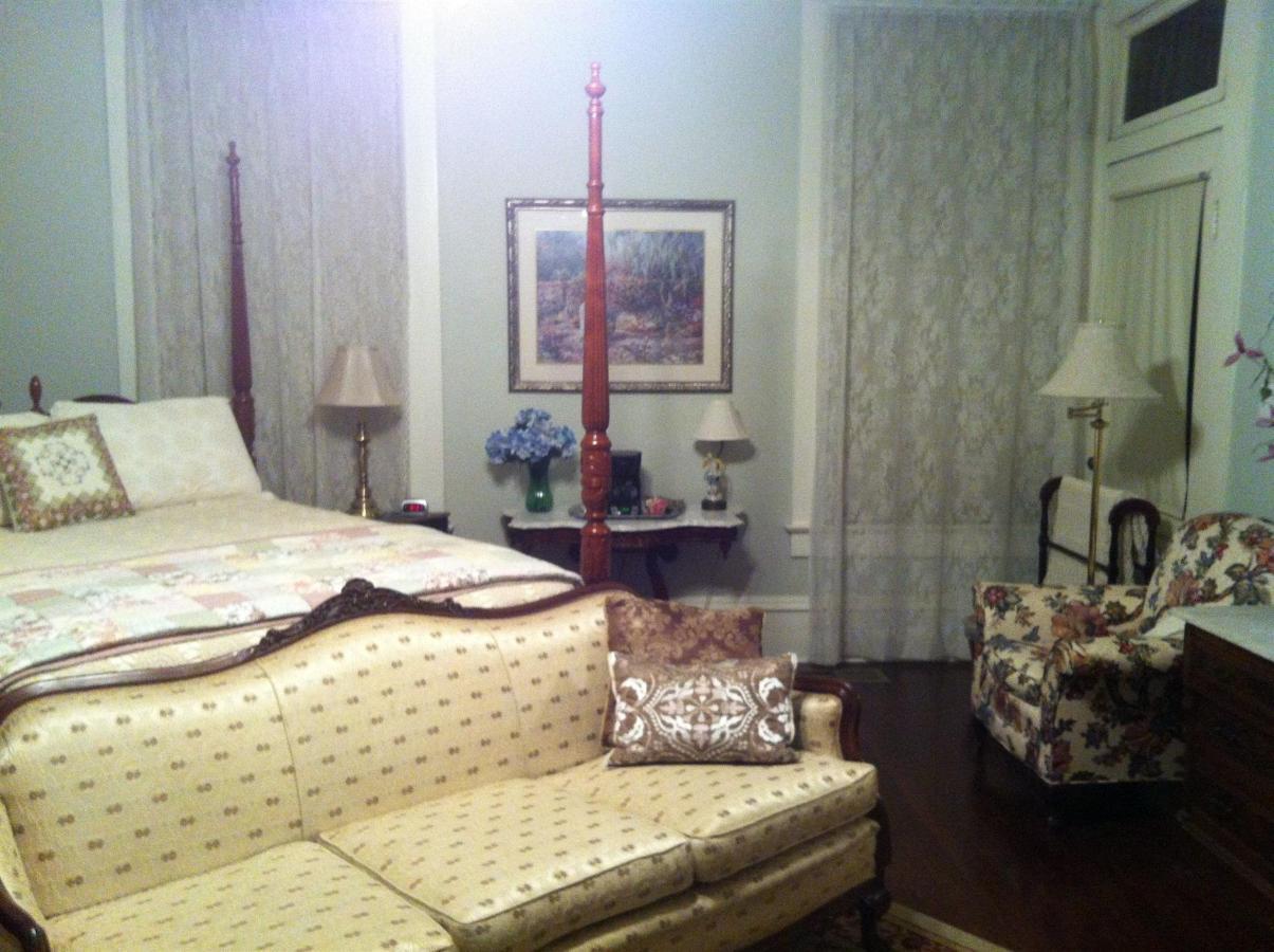 century bed 1.JPG