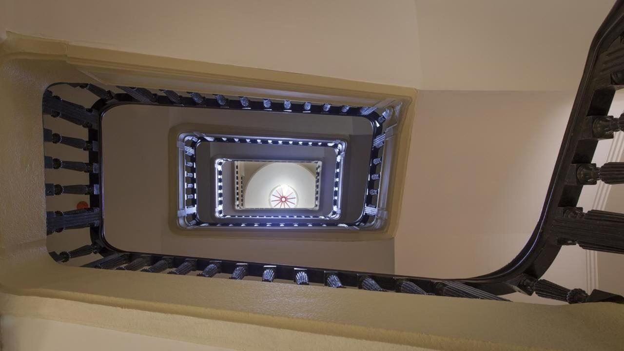 Flores Boutique Hotel & Spa Victorian stairs