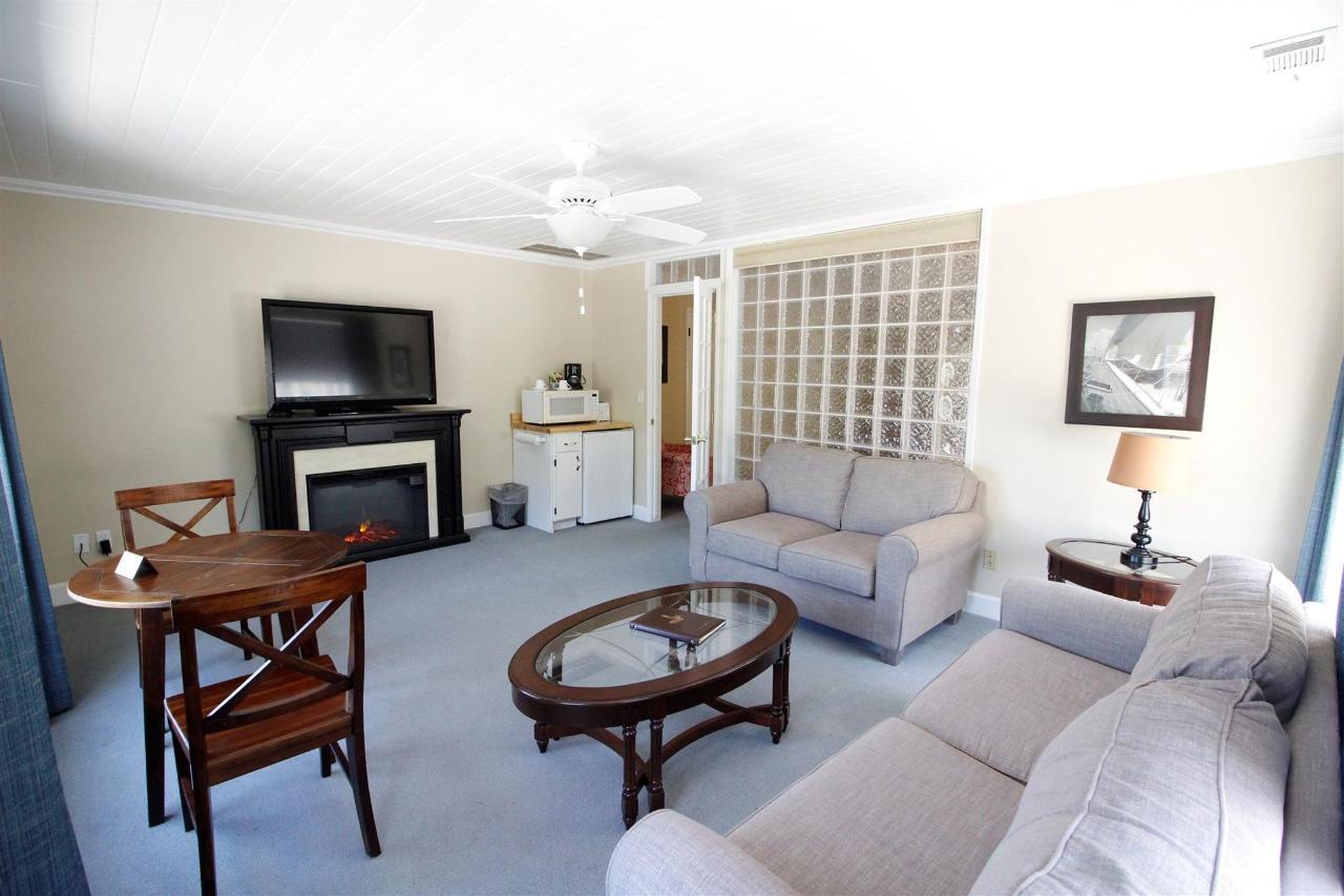 Luxury King Suite