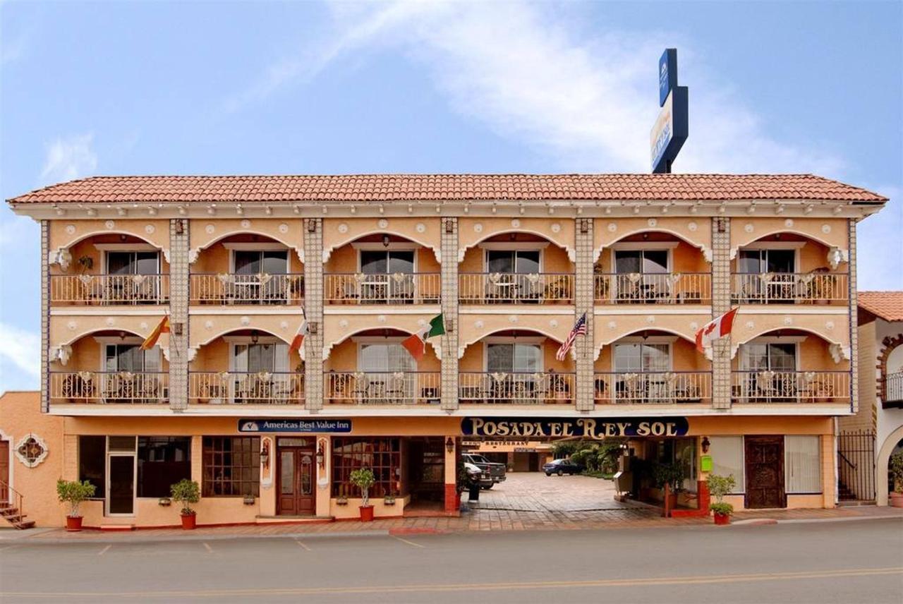 El Hotel - Fachada.jpg