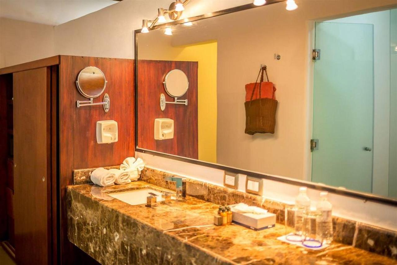 Le Reve Hotel & Spa - Bathroom.jpg