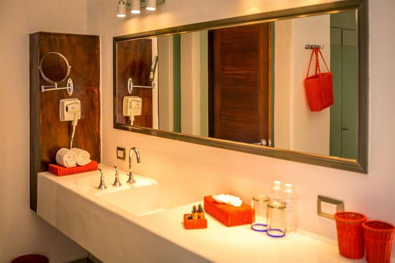 Le Reve Hotel & Spa - Bath.jpg