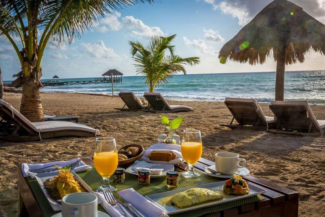 Le Reve Hotel & Spa - Desayuno junto al mar.jpg