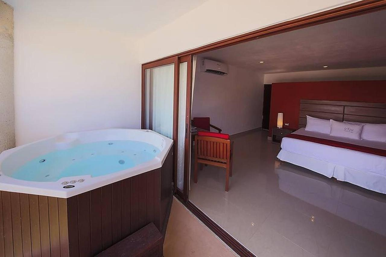 Rooms - Private jacuzzi.jpg