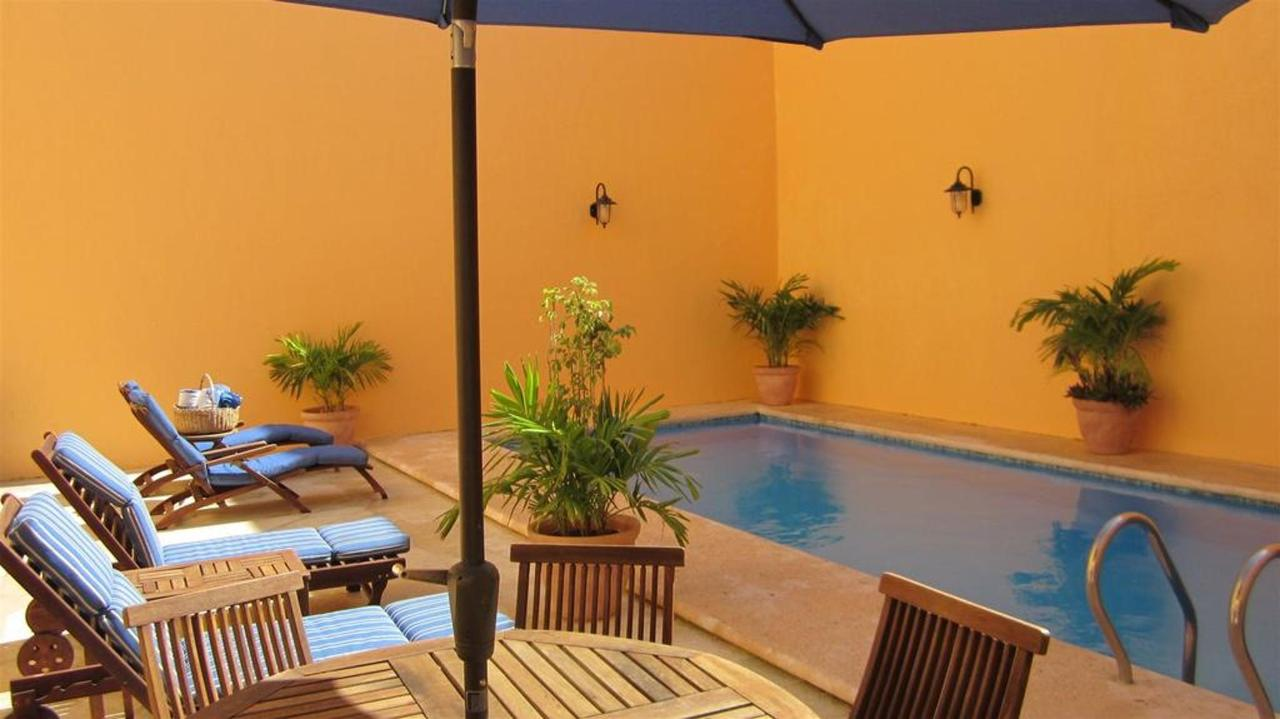 The Hotel - Piscina.jpg