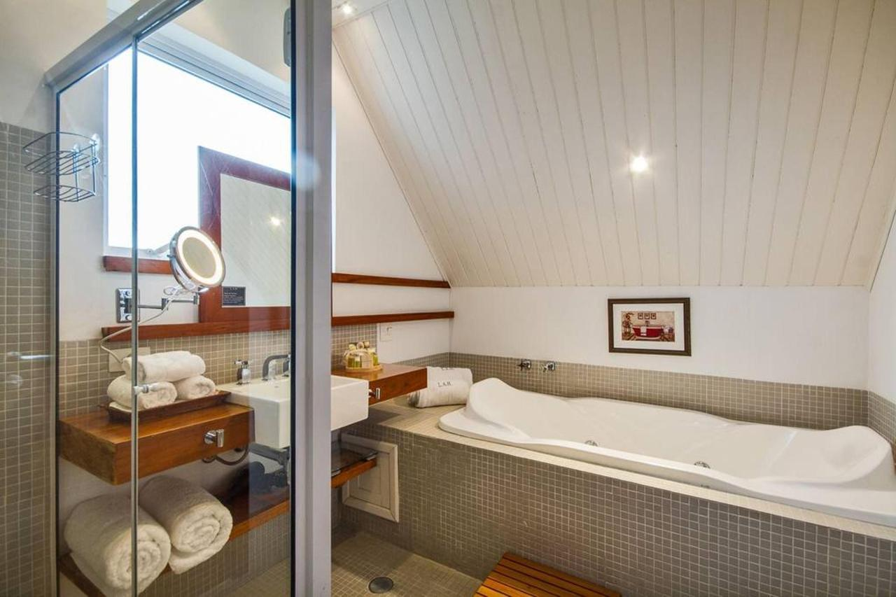 Luxury Suite with living room, closet and full bathroom - LAH Hostellerie - Campos do Jordão.jpg